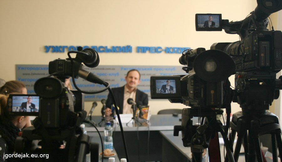 Мирослав Дочинець на прес-конференції