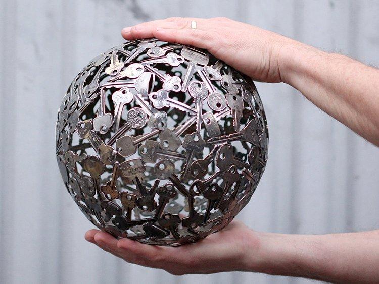 куля із ключів - оригінальна скульптура